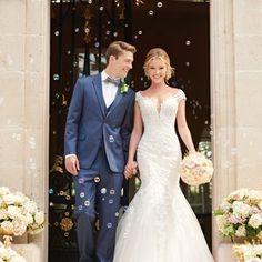 Spaghetti Strap Ball Gown Wedding Dress on Kleinfeld Bridal Lace Mermaid Wedding Dress, Wedding Dress Sleeves, Long Sleeve Wedding, Wedding Dresses, Gown Wedding, Lace Wedding, Casual Braut, Stella York Bridal, Wedding Dress Necklace