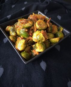 A simple stir-fry of Brussels sprouts with onions, tomatoes and Indian spices. The sprouts are cooked till just tender and make a good side dish for rice/ rotis Masala Curry, Best Side Dishes, Lunch To Go, Gluten Free Breakfasts, Stir Fry Recipes, Brussels Sprouts, Quick Easy Meals, Indian Food Recipes, Family Meals