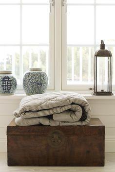 The vases. Tine K Home   Överkast quiltad bomull Stripe Grey   Matilde & Co  