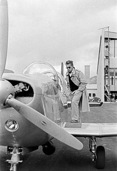 Herbert von Karajan prepares for take-off in his private plane. Herbert Von Karajan, Private Plane, Its A Mans World, Ballet, Music Icon, Conductors, Passed Away, Classical Music, Orchestra