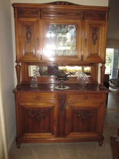 Beautiful Louie XVI Antique Walnut And Marble Buffet. Excellent Orig  Condition