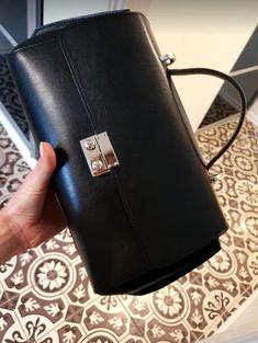 Perfect for any occasion!  #serenaluxuryhandbags #serenanorway #handbagshop #handbag #pickoftheday #fashionista #bestseller #luxuryhandbags #luxurybag #norway #bagoftheday #oslohandbag #obsessedwithstyle #norwegianfashion #perfectbag #modernluxury #luxury #leatherpurse #leatherbag #leather