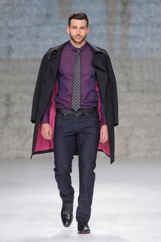 VICRI presented its Fall/Winter 2014 collection during PortugalFashion. The character from this collection was adapted to the modern age and the aesthetics were redefined to better represent the current Dandy Man and serve his needs.