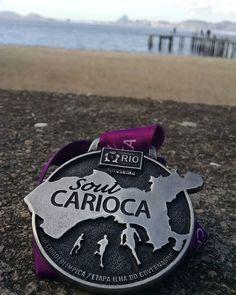 E no final tem medalha. Soul Carioca Praia da Bica #soulcarioca #praidabica #correbeta #medalha #amocorrer #5km #21kmfaltapouco #asics #circuitosoulcarioca #circuitosoulcariocapraiadabica #circuitosoulcariocailhadogovernador