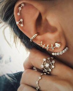 72 Ear Piercing For Women Cute And Beautiful Ideas - The Finest Feed Innenohr Piercing, Cool Piercings, Tattoo Und Piercing, Ear Jewelry, Cute Jewelry, Body Jewelry, Jewellery, Cartilage Earrings, Stud Earrings