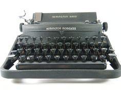 Vintage 1948 REMINGTON NOISELESS portable manual typewriter Model Seven 7, black wrinkle paint, working condition