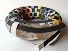 Interieurideeën | gevlochten krans van papier, zeer ingenieus bedacht, zie blog. Door martinevanassen