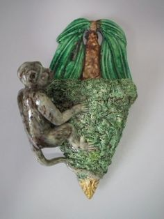 Majolica-Palissy-monkey-wall-pocket Antique Pottery, Pottery Art, Monkey Style, Wall Vases, Crystal Vase, Little Monkeys, Clay Figures, Wall Pockets, Royal Doulton