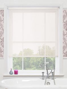 The Vista White Magic Screen roller blind will complement almost any interior and add a fresh and bright feel at the window.