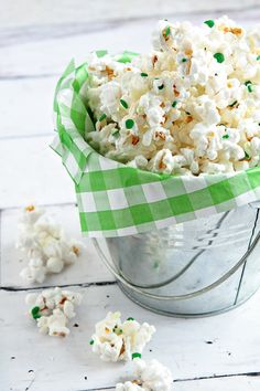 I love the idea of adding pretty sprinkles to liven up a party snack. This is green and white but you could do any color for any party theme. Simple and Spectacular!