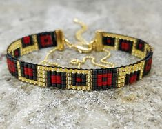 Black, red & gold loom beaded bracelet with square pattern, gold plated finish Bead Loom Bracelets, Unique Bracelets, Woven Bracelets, Beaded Earrings Patterns, Bead Loom Patterns, Bracelet Patterns, Beads Jewelry, Gold Color Combination, Tear