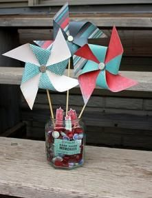 Make colorful pinwheels for your new teacher at the start of the school year!