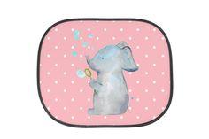 Auto Sonnenschutz Elefant Seifenblasen aus Kunstfaser  Natur - Das Original von Mr. & Mrs. Panda.  Der einzigartige Sonnenschutz von Mr. & Mrs. Panda ist wirklich etwas ganz Besonderes - er hat die Größe 38x44 cm und wird mit zwei Saugnäpfen ausgeliefert. Im Lieferumfang ist ein Sonnenschutz inkl. 2 Saugnäpfen enthalten.    Über unser Motiv Elefant Seifenblasen  Töröööö - unser süßer Elefant Lasse ist bereit, eine zauberhafte Botschaft für dich zu überbringen...     Verwendete Materialien…
