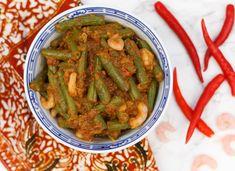 Je kent vast welsajoer boontjes. Maar ken je deze variant al? Deze heerlijke versie is minstens zo lekker en klaar in een handomdraai. Voeg wat garnaaltjes toe en dan is het helemaal af. Lekker bij een Indisch vleesgerecht. Bakje witte rijst erbij en klaar! Cajun Recipes, Asian Recipes, Green Bean Recipes, Blueberry Recipes, Oatmeal Recipes, Indonesian Food, No Cook Meals, Green Beans, Dinner Recipes