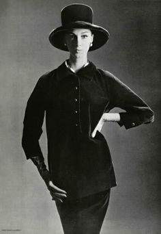 Yves Saint-Laurent A/H 1962-63. Photo Philippe Pottier. Mannequin Wilhelmina Cooper.