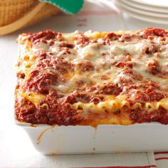 Best Lasagna Recipe -Want to know how to make lasagna for a casual holiday meal? You can't go wrong with this deliciously rich meat lasagna recipe. My grown sons and daughter-in-law request it for their birthdays, too. Taste Of Home Lasagna Recipe, Lasagna No Meat Recipe, Meat Lasagna, Lasagna Recipes, Seafood Lasagna, Homemade Lasagna, Lasagna Rolls, Paula Deen Lasagna Recipe, Cajun Lasagna