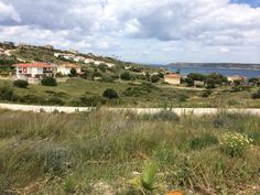 900 m2 land in İzmir, Çeşme has residential and commercial construction permission. It is possible to built approximately 400 m2 villa with terraces. Land has amazing sea view, close to streets, on the corner.