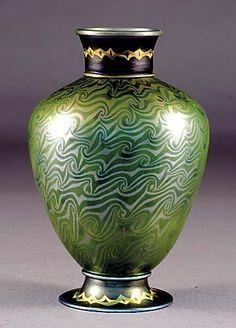 Tiffany Favrile Iridescent Glass Vase / c. 1900