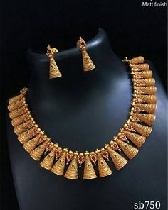 Gold Jewelry Design In India Real Gold Jewelry, Gold Jewelry Simple, Gold Jewellery Design, Indian Jewelry, Diamond Jewellery, Necklace Designs, Bridal Jewelry, Fashion Jewelry, Gold Fashion