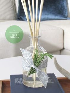 DIY Essential Oil Reed Diffuser Tutorial from Homedit. With a few ingredients like glycerin (used also in snow globes and available at drug stores) and essential oil you can make a beyond simple gift. Diy Gifts To Make, Easy Diy Gifts, Cheap Gifts, Essential Oil Diffuser, Essential Oils, Diy Nagellack, Hostess Gifts, Diys, Diy Crafts