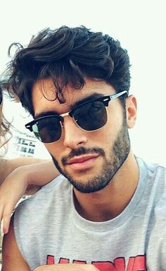 se um ômega de 21 anos solteiro já é julgado com frequência,imagina c… #romance # Romance # amreading # books # wattpad Men Sunglasses Fashion, Best Mens Sunglasses, Trending Sunglasses, Sunglasses Women, Mens Bracelet Fashion, Fashion Necklace, Moda Feminina Plus Size, Beard Styles, Hair Styles