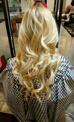 Full Head of Blonde Highlights Blonde Highlights, Salons, How To Find Out, Long Hair Styles, Beauty, Blonde Chunks, Lounges, Blond Highlights, Long Hairstyle
