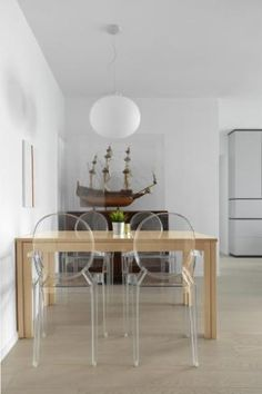 ALLY by hoo with Flos Glo-Ball