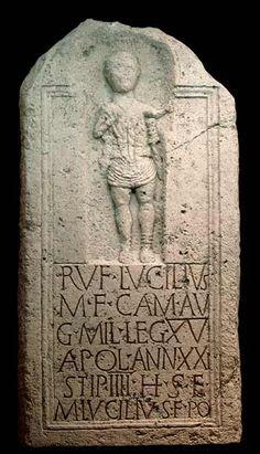 Estela funeraria de Rufus Lucillius, soldado de la Legio XV Apollinaris.  40-44 d.C. Bad Deutsch Altenburg - Museum Carnuntinum Inv. nº 141