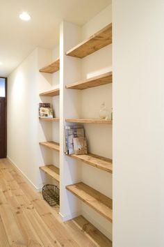 リフォーム・リノベーション会社:スタイル工房「S邸・自然素材を用いて、オリジナリティーのある改修を。」 Built In Shelves, Built Ins, Japanese House, Apartment Design, Wood Design, Home And Living, Interior Architecture, Living Room Decor, Home Furniture