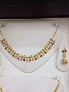 set with pearls and meena Pearl Necklace Designs, Gold Earrings Designs, Gold Jewellery Design, Designer Jewelry, Gold Necklace Simple, Gold Jewelry Simple, Beaded Jewelry, Bridal Jewelry, Baby Jewelry