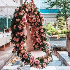13 Cheerful & Striking Decor Setups For Your Mehendi Ceremony Wedding Swing, Home Wedding, Diy Wedding, Wedding Mehndi, Luxury Wedding, Dream Wedding, Mehendi Decor Ideas, Mehndi Decor, Decoration Restaurant