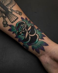 Attractive Neo Traditional Tattoo Designs & Ideas With Meaning Hand Tattoos, Ink Tattoo, Piercing Tattoo, Body Art Tattoos, Tribal Tattoos, Sleeve Tattoos, Polynesian Tattoos, Piercings, Tattoo Flash