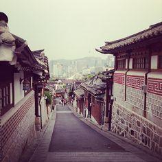 북촌한옥마을 (Bukchon Hanok Village) in 서울특별시