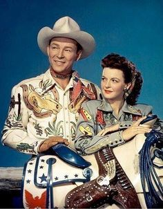 Roy Rogers & Dale Evans decked out by Nudie Cohn Hollywood Stars, Classic Hollywood, Old Hollywood, Vintage Western Wear, Vintage Cowgirl, Chemises Country, Dale Evans, Sundance Kid, Cat Women