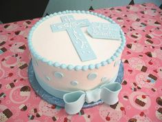Boy Baptism Cake (remove the bow). Simple but in pink or purple Torta Baby Shower, Baby Boy Baptism, Boy Christening, Boy Baptism Cakes, Christening Cake Boy Simple, Baptismal Cakes, Baby Dedication Cake, First Communion Cakes, Communion Cake For Boys