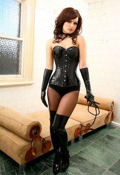 Lea dominatrix kitty