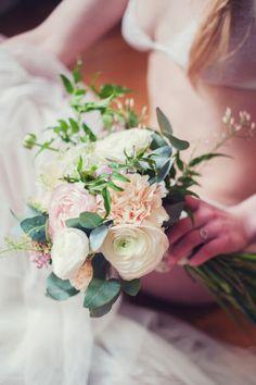 ©Marion Heurteboust Photography - La mariee aux pieds nus - Quelle lingerie choisir pour le jour J ? - Etam - Madame Artisan fleuriste