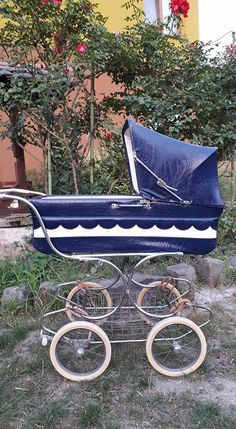 Vintage Stroller, Vintage Pram, Prams And Pushchairs, Baby Buggy, Cots, Baby Carriage, Kids And Parenting, Old School, Baby Strollers