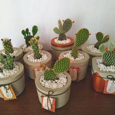 Painted Plant Pots, Painted Flower Pots, Concrete Crafts, Concrete Projects, Concrete Planters, Diy Planters, Car Interior Decor, Plant Decor, Diy Bedroom Decor