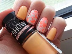 Nail Art: Apricot Nails with Hibiscus Design - Lackaffen: Hibiskusblüte in Neon