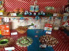 Fun Party Table for Dr. Seuss party #drseuss #partytable