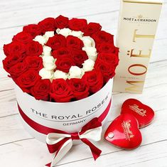 Beautiful Rose Flowers, Flowers For You, Flower Boxes, My Flower, Valentine Day Table Decorations, Stylish Alphabets, Box Roses, Flower Letters, Valentine's Day Diy