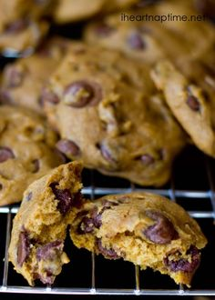 The BEST pumpkin chocolate chip cookies White chocolate cookies! Brown butter salted chocolate chip cookies for one Chocolate Chip Cookie De. Health Desserts, Just Desserts, Delicious Desserts, Yummy Food, Dessert Healthy, Tasty, Fall Desserts, Baking Recipes, Cookie Recipes