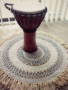 Crochet tutorial: T-shirt Rug by Morale Fiber ☂ᙓᖇᗴᔕᗩ ᖇᙓᔕ☂ᙓᘐᘎᓮ http://www.pinterest.com/teretegui