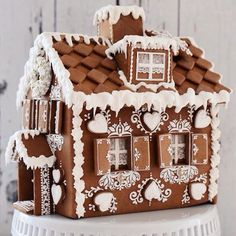 Creative Ideas For Christmas Home Decor - Page 35 of 41 - Life Tillage Gingerbread House Designs, Christmas Gingerbread House, Christmas Mood, Gingerbread Man, Christmas Candy, Christmas Desserts, Christmas Treats, Christmas Baking, Gingerbread Cookies