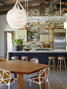 by Charles DeLisle | Funky, fun, eclectic kitchen
