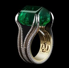 Gemfields and Alexandra Mor 26.16ct elevated sugarloaf cabochon emerald ring. | The Jewellery Editor