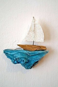 Simple wall piece made of painted driftwood and diy sailboat! Simple wall piece made of painted driftwood and diy sailboat! Simple wall piece made of painted driftwood and diy sailboat! Simple wall piece made of painted driftwood and diy sailboat! Beach Crafts, Diy And Crafts, Arts And Crafts, Wooden Crafts, Cork Crafts, Seashell Crafts, Paper Crafts, Driftwood Projects, Driftwood Art
