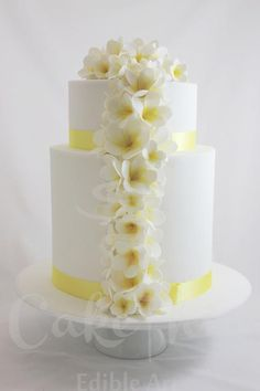 Beautiful-Wedding-Cake-with-Cascading-Pale-Yellow-Flowers