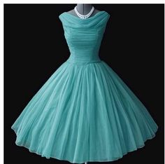 Vintage fashion.  Why couldn't this have been in fashion for my prom?!